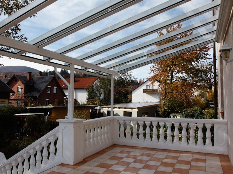 Terrassendach mit durchgehender Verglasung