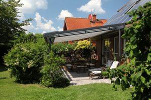 Glas-Terrassendach mit innenliegender Markise